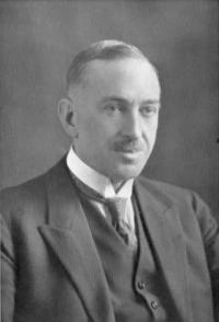<i>Dr</i> Charles Macpherson